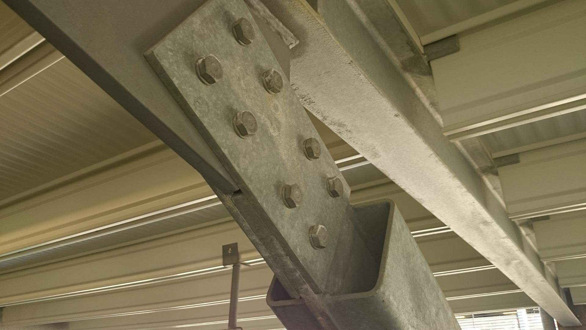 connection between steel beams